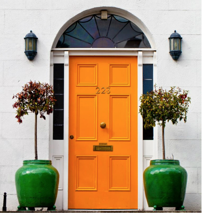 Just imagine this door without green flowerpots. It won't create the same impression.
