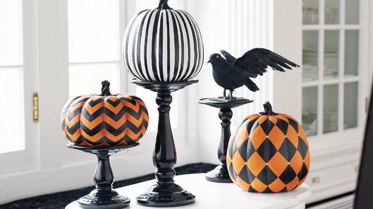 10 Enchanting Halloween Decoration Ideas