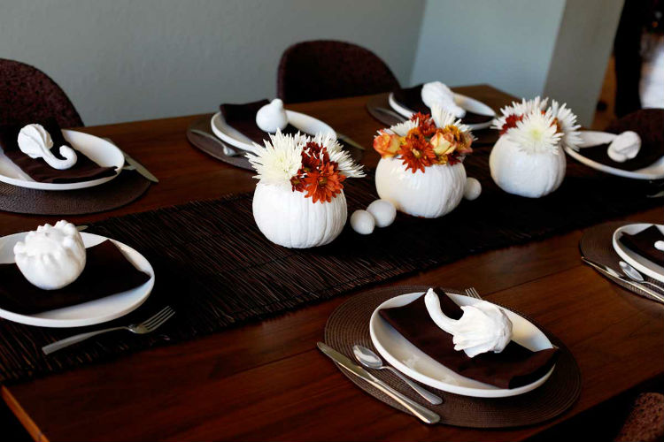 The best thanksgiving decor ideas on pinterest for Home made thanksgiving decorations